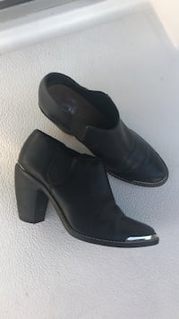 Pair of black leather booties Marina del Rey, 90292