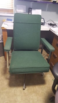 Comfy green rolling office chair