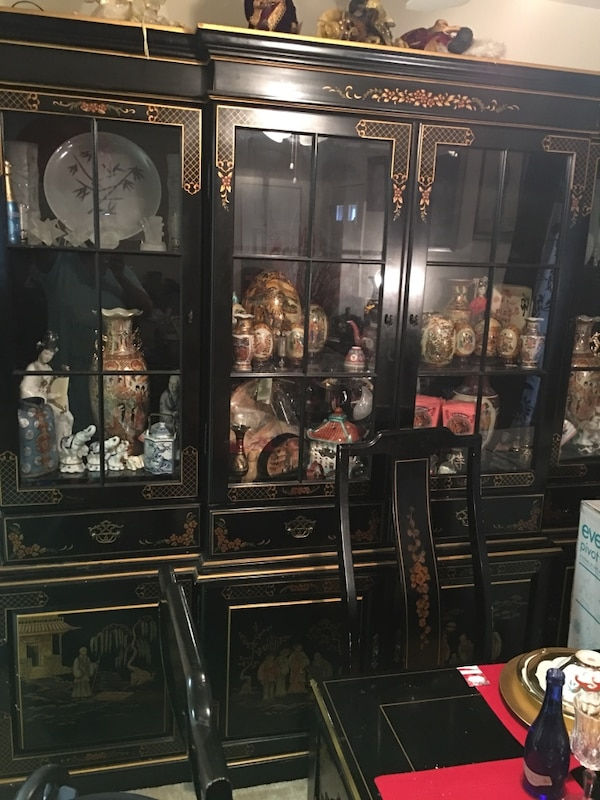 Used Black And Gold Printed Wooden Oriental Dining Room Set For