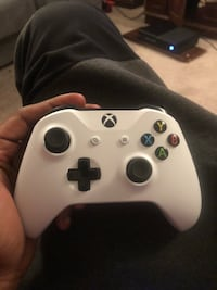 white Xbox One wireless controller Temple Hills, 20748