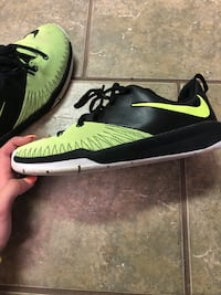 Pair of black-and-green nike sneakers Harrison, 37341