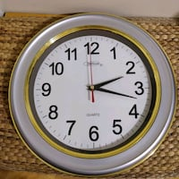 Wall clock Quartz battery operated Toronto, M2J 2C4
