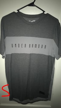 Under Armor T-shirt size small doesn't fit like it Lubbock, 79413