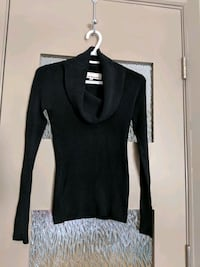 Black scoop-neck long sleeve sweater size small Calgary, T2E 0B4