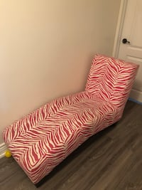 Pink and white chaise lounge  Markham, L3T 3H4