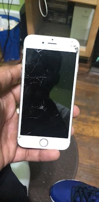 iphone 6s w/ cracked screen (phone works perfectly) New Britain, 06053