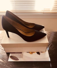 Pair of navy blue suede heeled shoes with box. Size 12 Woodbridge, 22193