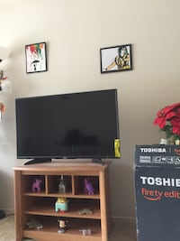 Wooden Tv table in excellent condition Falls Church, 22043