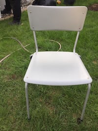 Table & chairy Laval, H7K 3T1