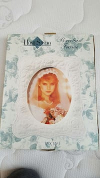Porcelain picture frame brand new in box Mississauga