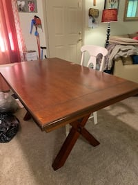 Farmhouse style kitchen table, no chairs like new need gone ASAP
