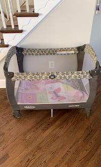 Graco pack n play Falls Church, 22043