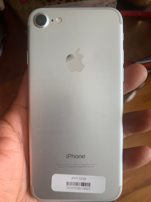 Iphone 7 Authentic factory Unlocked a7f6edec-8064-4171-8a5b-be7179633eed