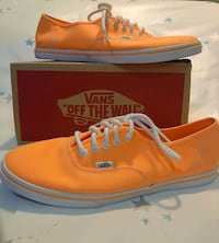 NEW!! Woman's VANS Classic Lo-Pro Sneakers Windsor, N8X