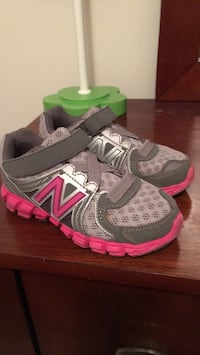 Size 7.5 Toddler girl tennis shoes in perfect condition  Clarksburg, 20876