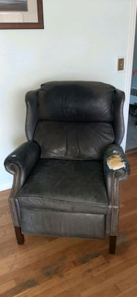 clean and comfy leather recliner Worcester, 01609