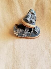 Robeez soft sole girl shoes 0-6 months Purcellville, 20132