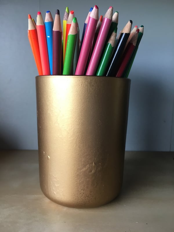 Hold Pen Holder with Color Pencils 239a1342-b9da-4933-9b7d-e8e5105c0e3c