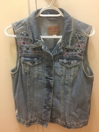 Hollister embroidered denim vest