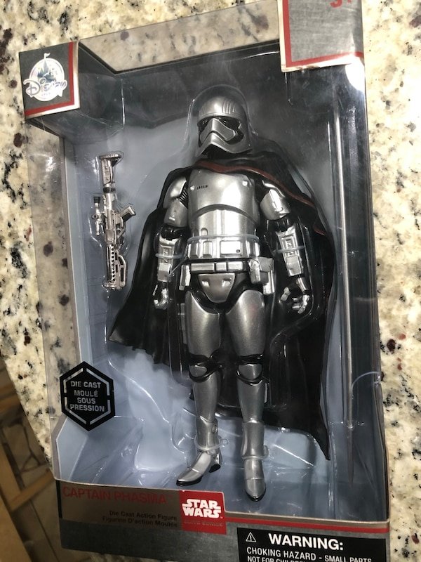 Captain Phasma Elite Series Die Cast Action Figure