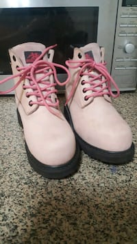 Woman steal toe boots size 8 Calgary, T2E 2T1