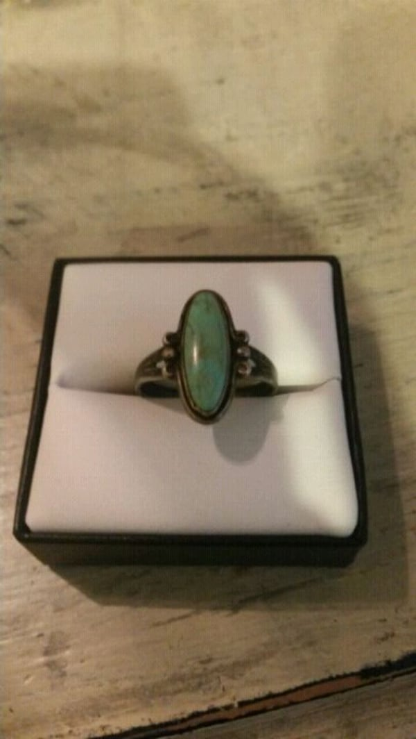 Sterling silver ring 82298be4-89a7-4043-97c4-645d44df2c4e