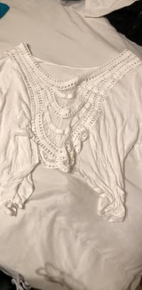 Women's white scoop-back cropped blouse