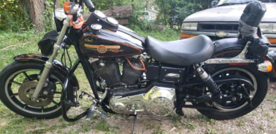 1993 Dyna low Rider. Only thing changed are the Bars.. in great shape! d9ab3e29-bbbc-4e0b-9b4b-5d4ffa463ecf