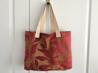 red and white floral tote bag Aurora