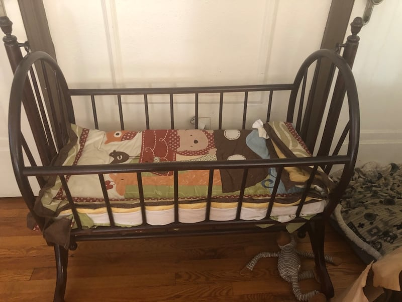 Bassinet wood rocker 2