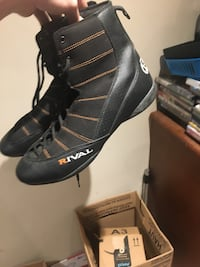 Rival boxing shoes 40$ was 100+ shipping worn once size 13  London, N5V 3M9