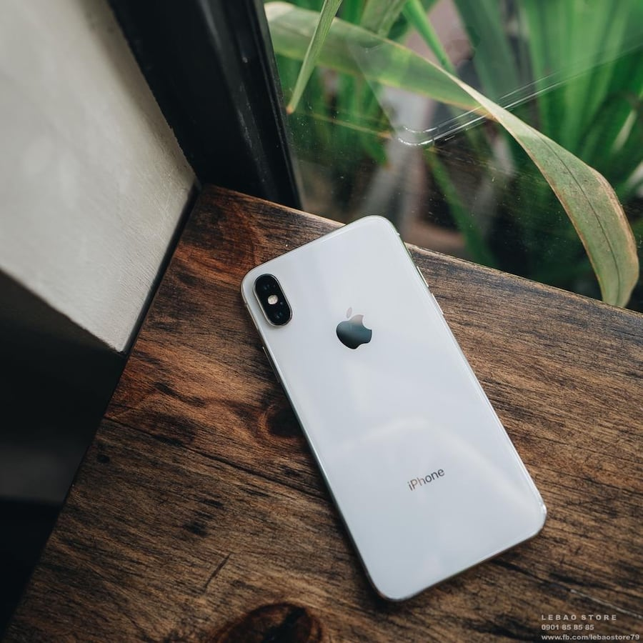 Iphone x 64gb sliver it comes with a case and charger  d979fd59-36de-444b-8491-5879ef3d6ea5
