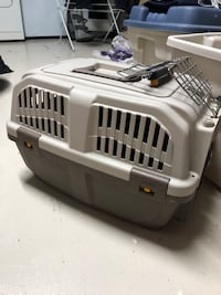 gray pet carrier Mississauga, L5N