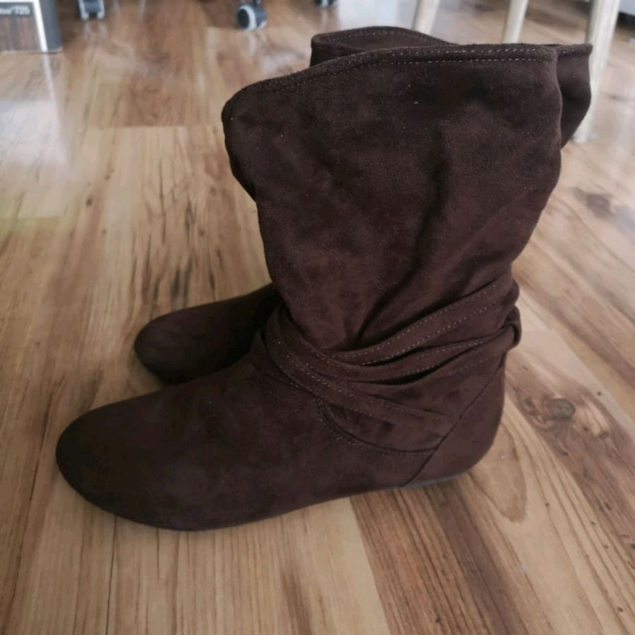 Brown boots size 4 youth/ 5.5 women