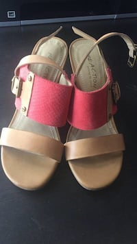 Pair of brown leather open-toe sandals Toronto, M5S 2R4