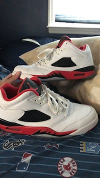 white-and-red Air Jordan 5 shoes New York, 10306