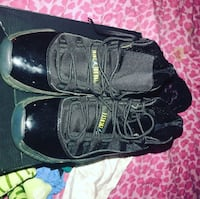 Pair of black leather shoes Boston, 02210