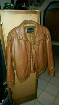 Brown leather jacket  Mississauga, L5B