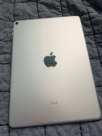 iPad Pro 128GB with accessories Manassas, 20109