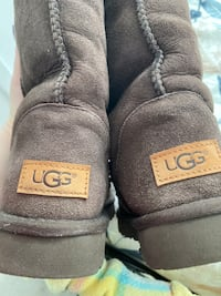 Tall size 7 Uggs Surrey, V3T 0L3