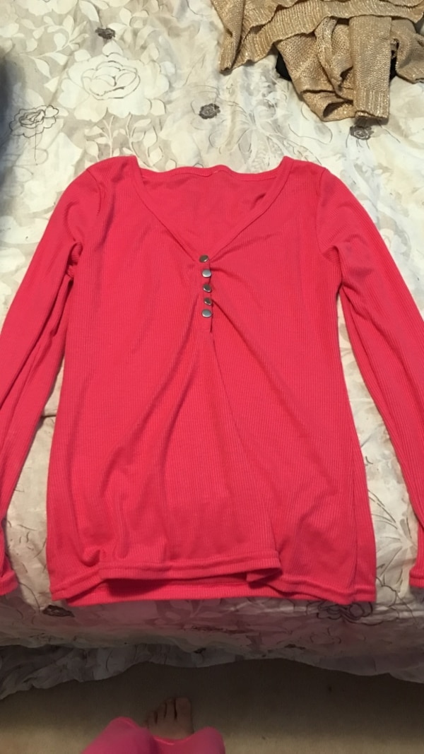 Women's pink sweater medium 2c2fe6fe-0342-41bc-bc97-b9a4d0ff53f4