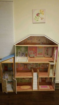 brown and pink wooden doll house Burke, 22015