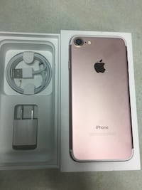 iPhone 7 unlocked 32 gb works perfect rose gold  Mississauga, L5C 2E7