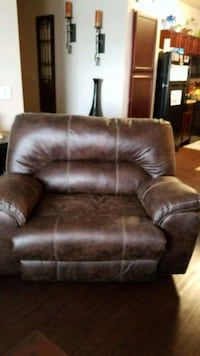 brown leather 2-seat recliner