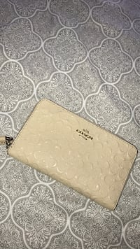 Coach wallet Cambridge, N3C 2J1