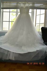Women's white wedding gown Vaughan, L6A 2Y8