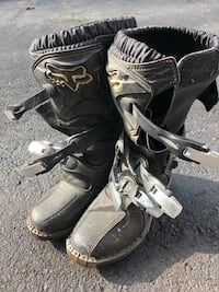 pair of black-and-white motocross boots Severn, L3V