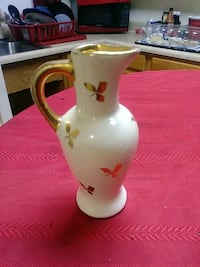 white and gold ceramic pitcher Lexington, 40508