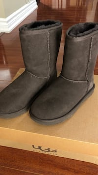 Brand New Uggs (size 5) Mississauga, L5A 3T8