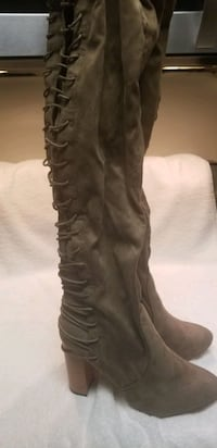 SIZE 11 THIGH HIGH LACE UP BOOT. NEVER WORN OUT.  Chillum, 20782